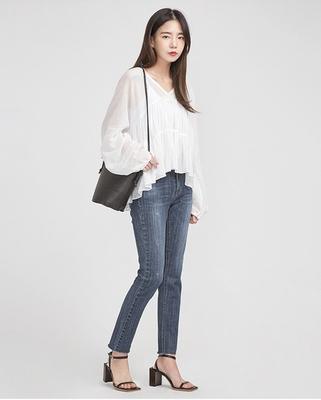 A-IN-宽松女性V领设计衬衫