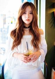 1区韩国服装网店代理一件代发chuu-UUTS00918409-一字领七分袖纯色韩版T恤