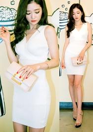 1区韩国服装网店代理一件代发chuu-UUOP00919071-纯色修身V领无袖连衣裙