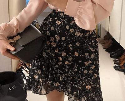 2018新款韩国服装chuu品牌简单花纹魅力短裙(2018.1月)