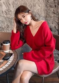 2018新款韩国服装chuu品牌个性简约V领连衣裙(2018.1月)