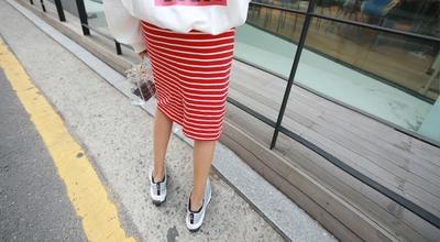 1区韩国本土服装代购(韩国圆通直发)pippin-休闲条纹新款中裙(本商品非新品请联系客服核对再下单-27上架)