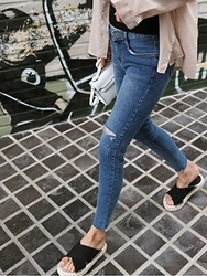 qnigirls-韩国搭配女性时尚魅力韩国代购牛仔裤女装2017年08月07日08月款