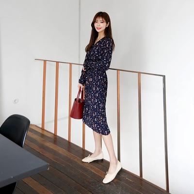 1区韩国本土服装代购(韩国圆通直发)qnigirls-花纹V领时尚连衣裙(2018-04-12上架)