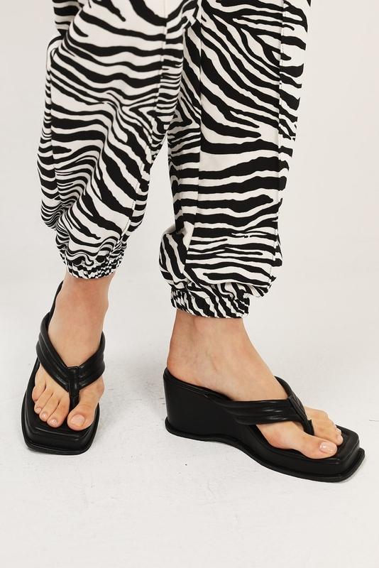 1区100%正宗韩国官网代购(韩国直发包国际运费)storets-拖鞋(2020-07-16上架)