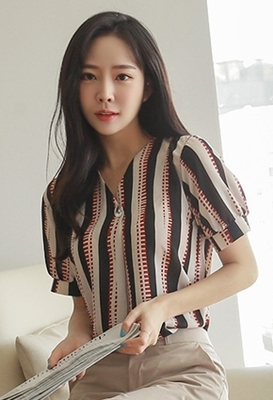 1区韩国本土服装代购(韩国圆通直发)styleberry-时尚个性V领衬衫(2018-07-07上架)