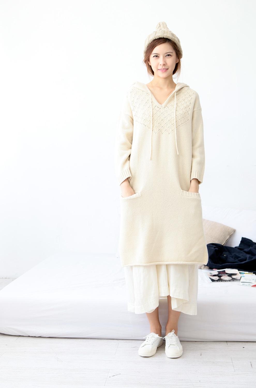 针织连帽连衣裙