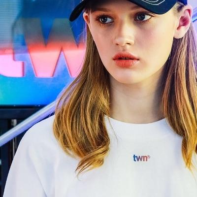 1区韩国本土服装代购(韩国圆通直发)TWN-T恤(2019-03-14上架)