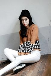 1区韩国代购正品验证whitefox-WFKN00831561-独特三角形图案短款针织衫