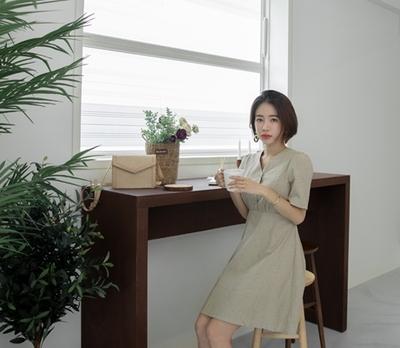1区韩国本土服装代购(韩国圆通直发)whitefox-夏季时尚V领连衣裙(2018-07-13上架)