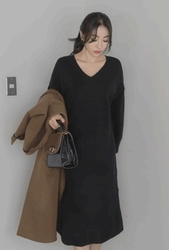 2018新款韩国服装whitefox品牌时尚流行V领连衣裙(2018.1月)