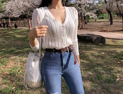 1区韩国本土服装代购(韩国圆通直发)Asomebeen-V领镂空针织衫(2018-04-19上架)